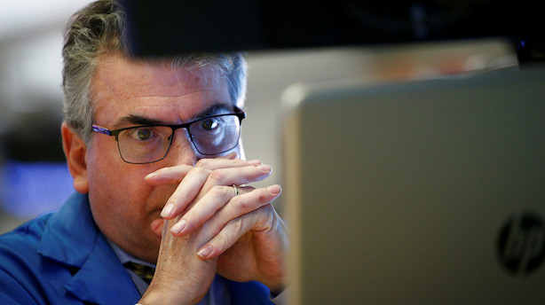 Aktieåbning i USA: Skuffende detailsalg og fortsat handelskrig presser aktiemarkeder