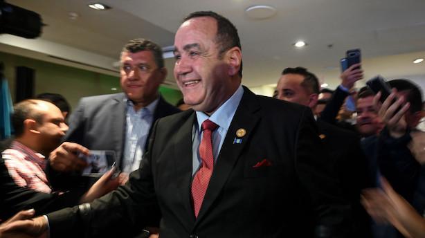 Konservativ vinder præsidentvalg i Guatemala i fjerde forsøg