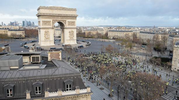 Politiet i Paris anholder 278 mens 8000 betjente gør klar til kamp