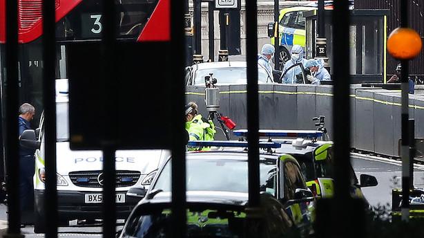 Politiet: Påkørsel ved Londons parlament ligner bevidst handling