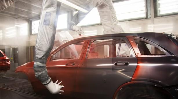 Her samler robotter Mercedes-Benz i uhørt tempo