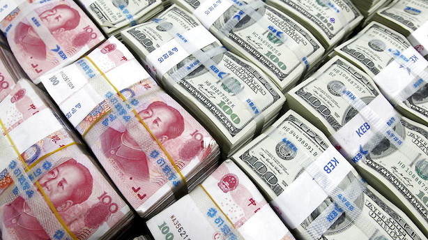 Valuta: Dollar styrkes af høje renter og kinesisk kredit-cut