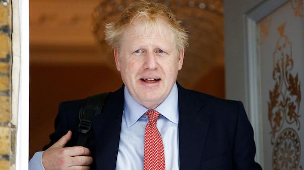 Pund svækkes som kampen om premierministerposten spidser til