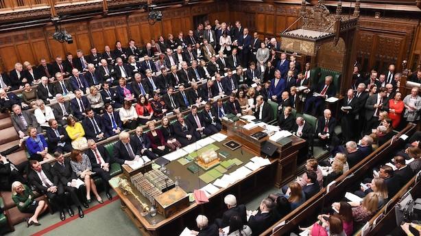 Det britiske parlament tvinger Boris Johnson til at udsætte brexit