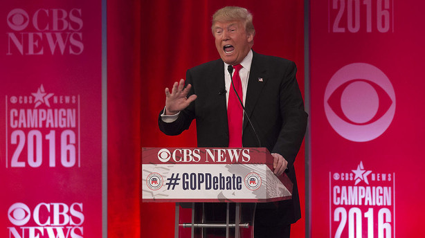 Trump fik kam til sit hår i republikansk hanekamp