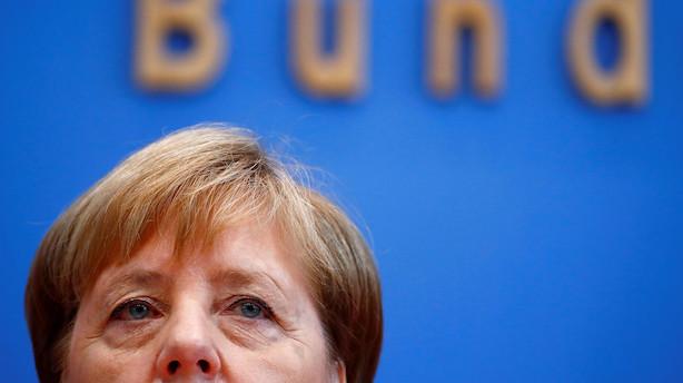 Nye gysertal fra Tyskland presser Merkel: Vigtigt indeks styrtdykker til laveste niveau siden 2011