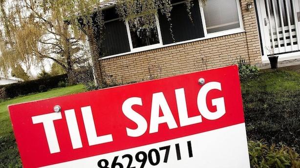 Køberne får færre boliger at vælge imellem - og det presser priserne op