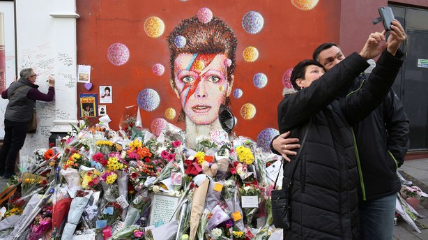 Bowie mindes ved privat familieceremoni