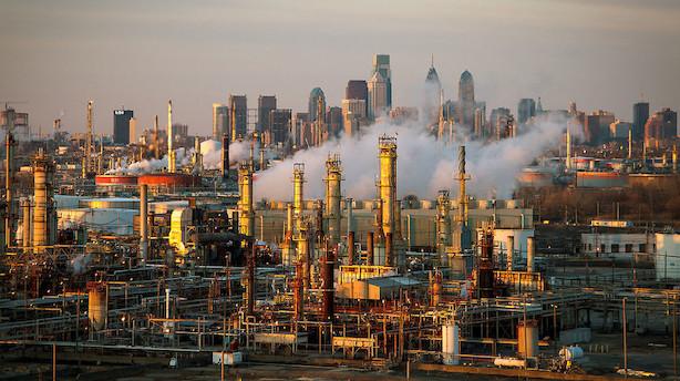 Råvarer: Oliepriser falder efter rekordhøjt udbud fra USA's olielagre