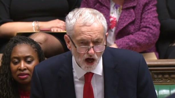 """Jeremy Corbyn indleder forsøg på at vælte May: """"Denne regering kan ikke regere"""""""