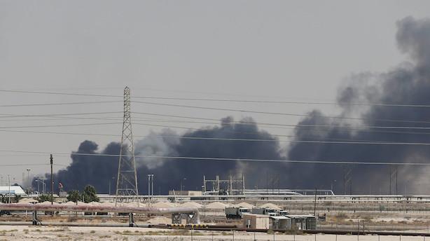 """Eksperter spår hop i oliepris efter bomber i Saudi-Arabien: """"Det er et chok til oliemarkedet, og vi vil helt sikkert se højere priser"""""""