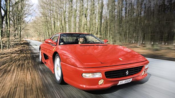 Bilen der reddede Ferrari