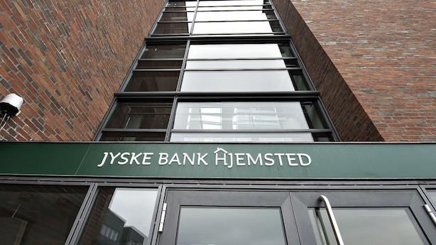 Jyske Bank opjusterer forventningerne med 400 mio kr: Aktien brager op