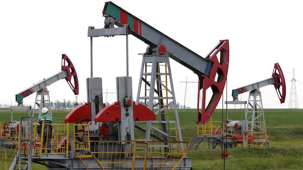Råvarer: Overraskende store lagre presser oliepriser ned