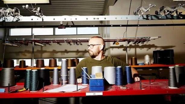 Familieejet firma bag ikonisk sømandstrøje går konkurs: Produktionen rykker ud af Danmark
