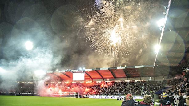 Folk vælter igen til fodbold i Superligaen