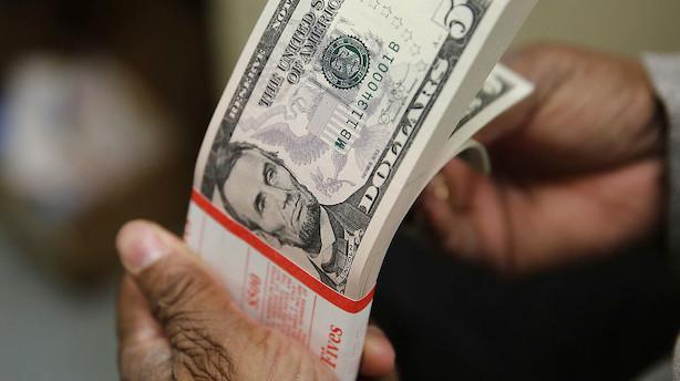 Valuta: Let svækket dollar op til centralbanks møde
