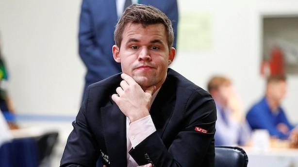 Norsk verdensmester i skak vil spille mod danskerne