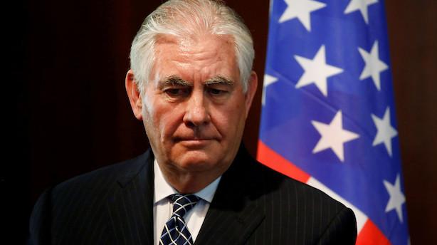 Stolt Tillerson går som USA-minister uden at smække med dør