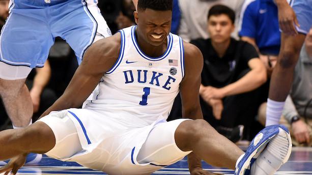 Av, Nike: Ung basketstjernes løsrevne Nike-sål forårsager knæskade
