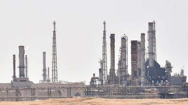 Morgenbriefing: Oliepris i kæmpehop efter angreb i Saudi Arabien, Carlsberg undersøger bestikkelsesanklager i Indien