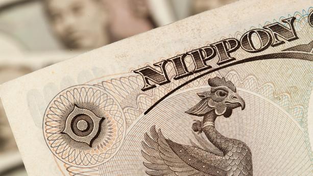 Valuta: Frygt for intervention holder japanske yen oppe