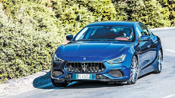 Fuld gas i Maserati Ghibli op ad bjergvejen