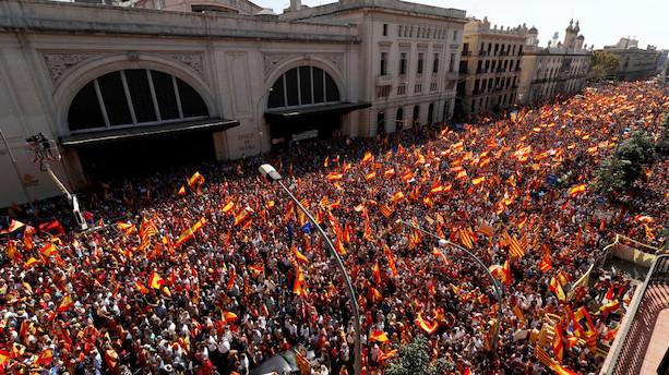 Titusindvis demonstrerer mod selvstændighed i Barcelona