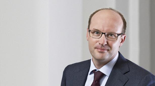 Danske Bank-direktør siger op - og får løn i halvandet år trods skandale
