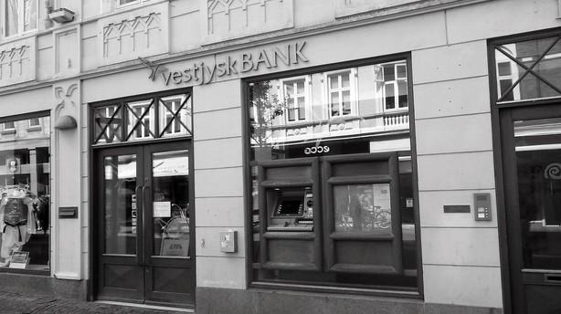 Pressede banker får ekstra regning for DLR-salg