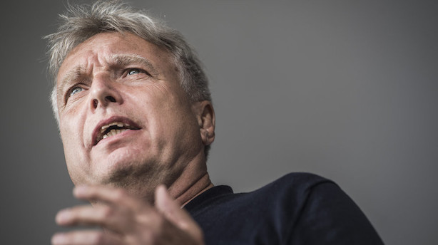 Elbæk vil skrotte Forsvarsministeriet i ny grøn plan