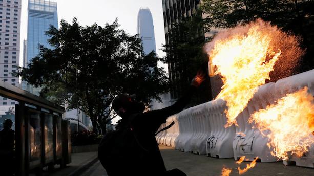 Hongkongs økonomi vakler efter 100 dage med uro