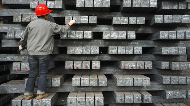 Råvarer: Flere importafgifter får metal- og oliepriserne til at falde
