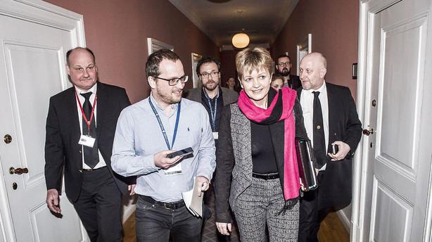 Eva Kjer stopper ikke frivilligt -  vil stemmes ud af Folketinget