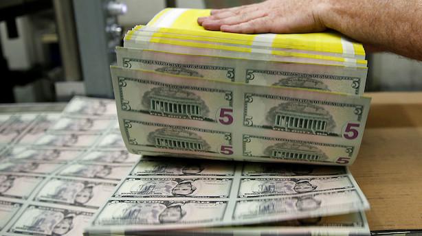 Valuta: Dollar svækkes i forventning om bløde toner fra Fed
