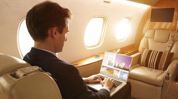 Sådan rejser du billigt på business