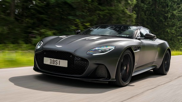 Aston Martin DBS stiller med 725 hk på baghjulene