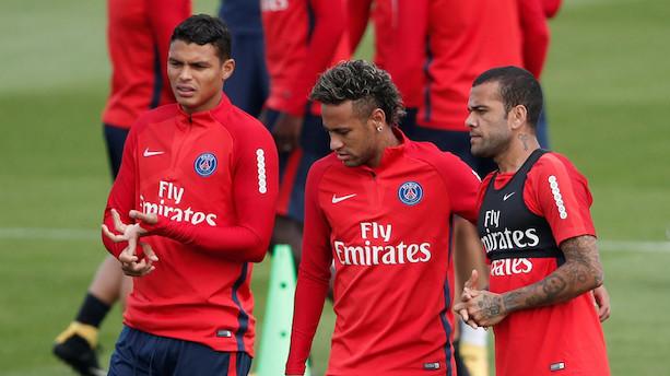 Barcelona modtager penge og godkender Neymar-overgang