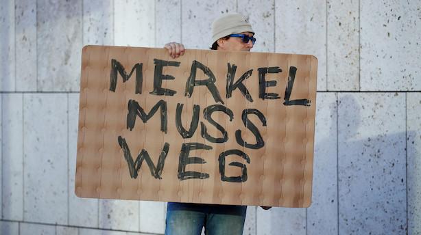 Truede med at vælte regeringen: Nu laver Seehofer kompromis med Merkel i asylstrid