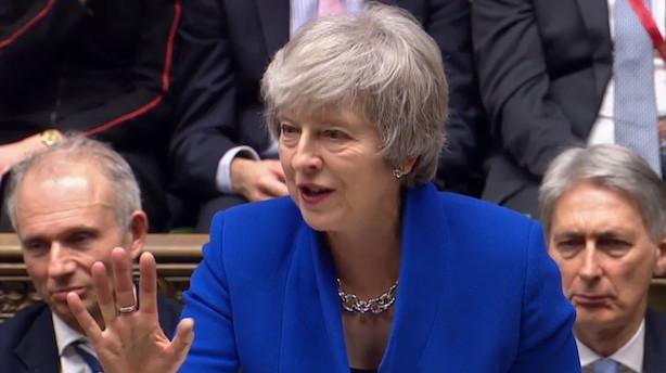 Theresa May overlever mistillidsafstemning i Underhuset