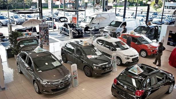Billigere biler og bedemænd: Inflationen får et hak nedad