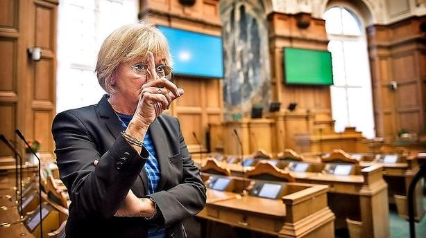 Kjærsgaard vil have politiske høringer af embedsmænd