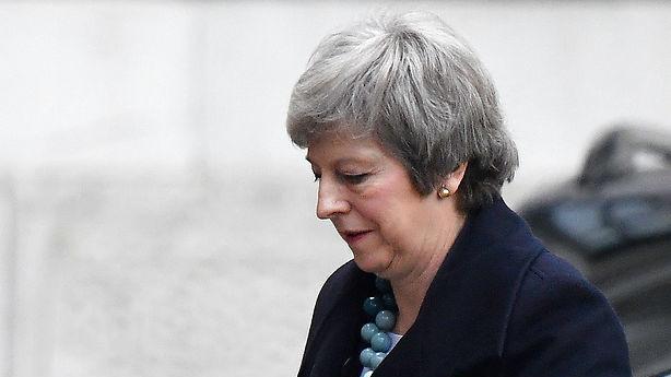 Medie: Theresa May opgiver at få brexitaftale vedtaget nu - udskyder afstemning