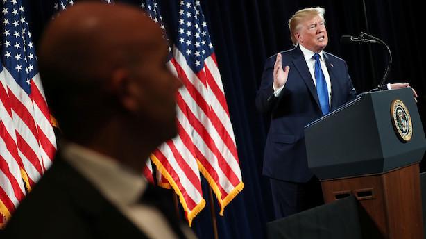 Trump overvejer at tage med til Putins militærparade