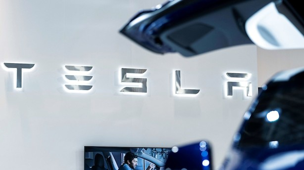 Flere Tesla-modeller undersøges for pludselig at sætte farten op