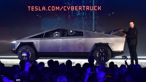 Tesla-milliardær Elon Musk lancerer skudsikker rumbil: Men under præsentation viste elbilen svaghedstegn