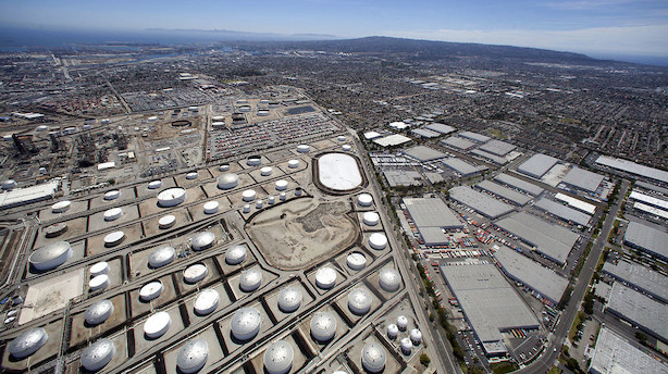 Råvarer: Investorer ser frem mod tal for olielagre