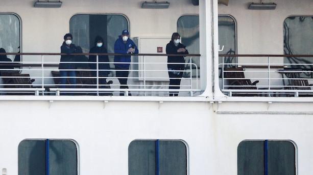 Japan flytter første passagerer fra krydstogtskib i karantæne