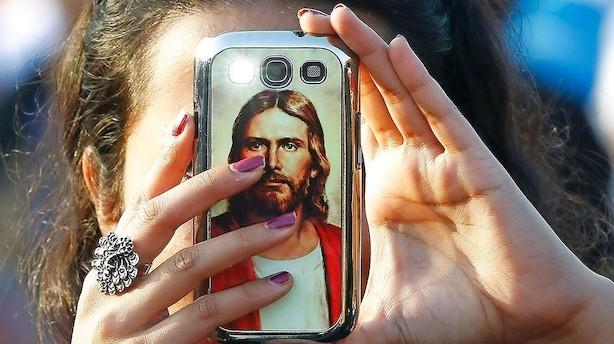 Paven har fået nok af smartphones under gudstjenesten