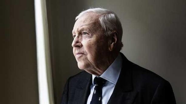 """84-årige dansker tager tre år mere som topøkonom i EU: """"Man skulle være mærkeligt indrettet, hvis det var en chance, man lod gå fra sig"""""""